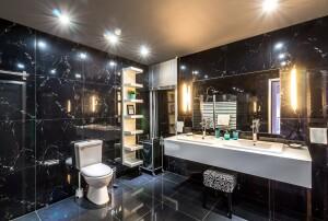 marmur w wykończeniu łazienki
